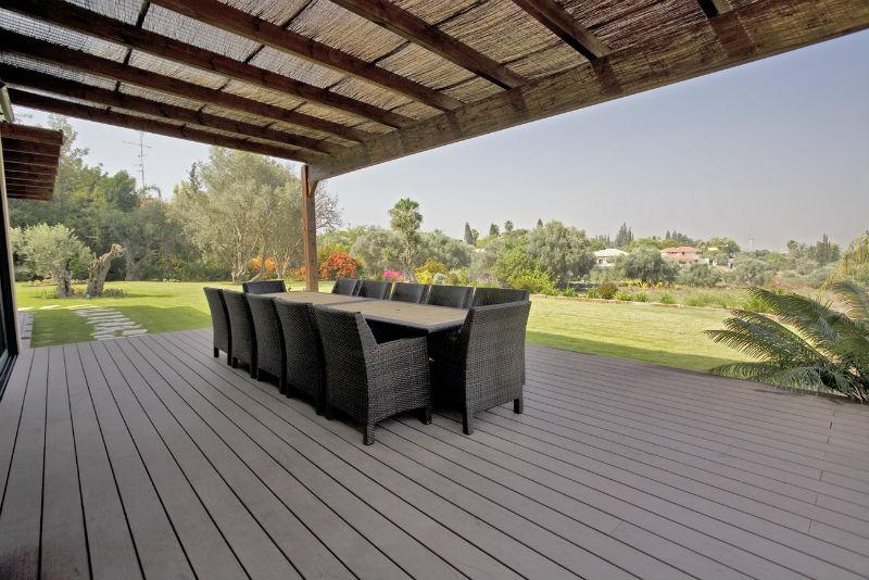tarima-exterior-porche